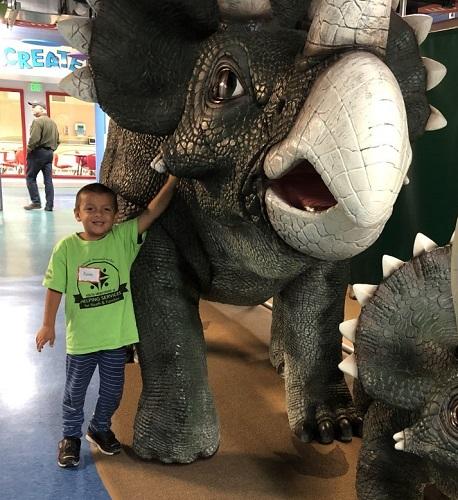 K4-Oct2019-Kevin-dinosaurs-at-museum-SMALL.jpg