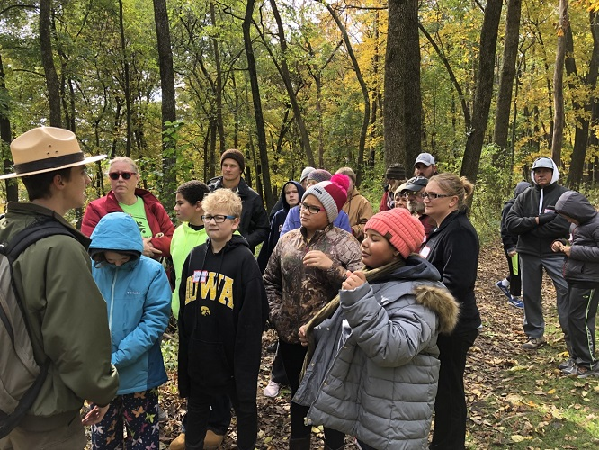 K3-Nov-2019-beginning-hike-Effigy-Mounds-SMALL.jpg
