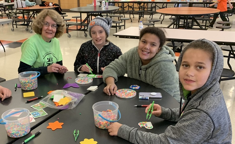 E5-Jan2020-mentors-with-crafts